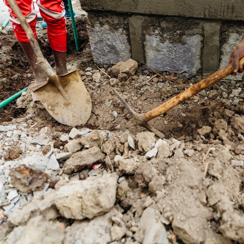 Image of digging in dirt | Featured image for Building & Civil Construction.