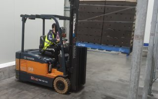 Forklift training in practice | Featured image for TLILIC0003 Licence to operate to a forklift truck